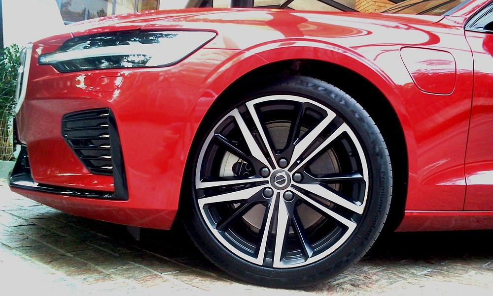 Volvo S60 T8 R-Design, exclusividade e esportividade em nível de excelência