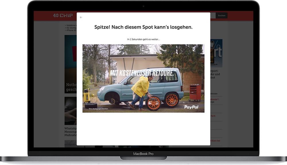 Laptop mit PayPal Werbespot