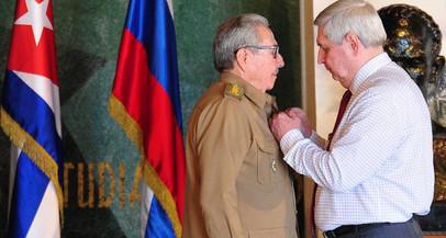 Prêmio Lênin dado à Raúl Castro, uma distinção à sua lealdade e luta