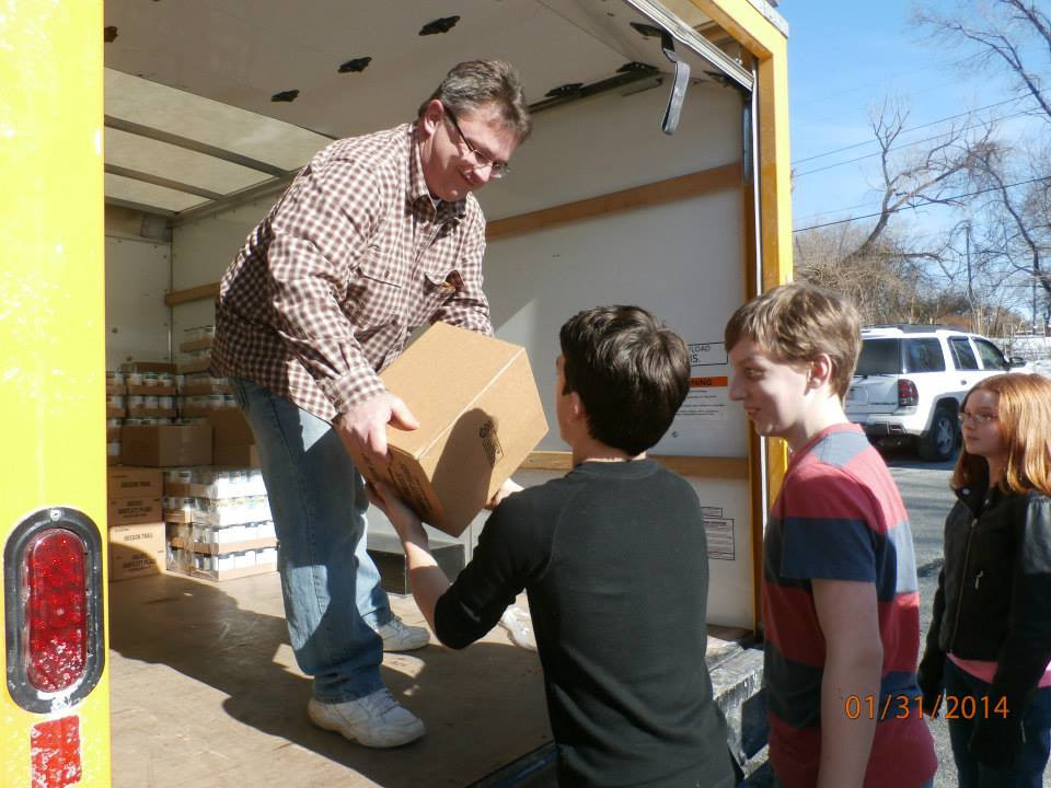 Spend time with your kids by volunteering at a local food bank