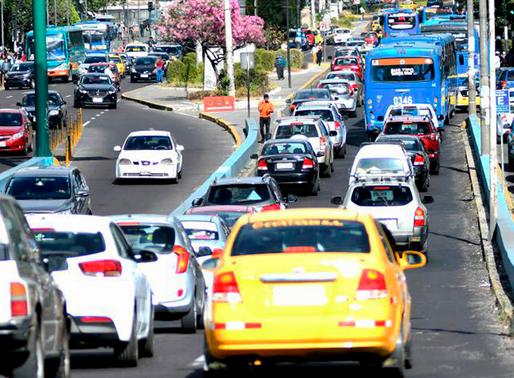 """3 923 vehículos sancionados por la medida """"Hoy no circula"""""""
