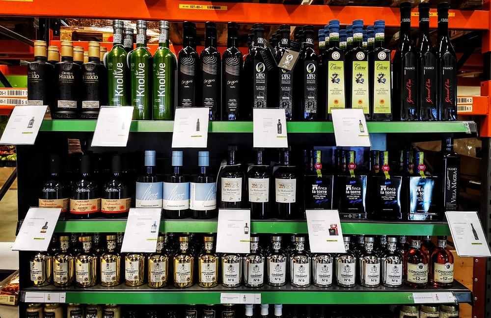 Test-Layout der Weihnachts-Olivenölselektion bei Manor in der Verteilzentrale in Rickenbach (Bild: evoo ag)