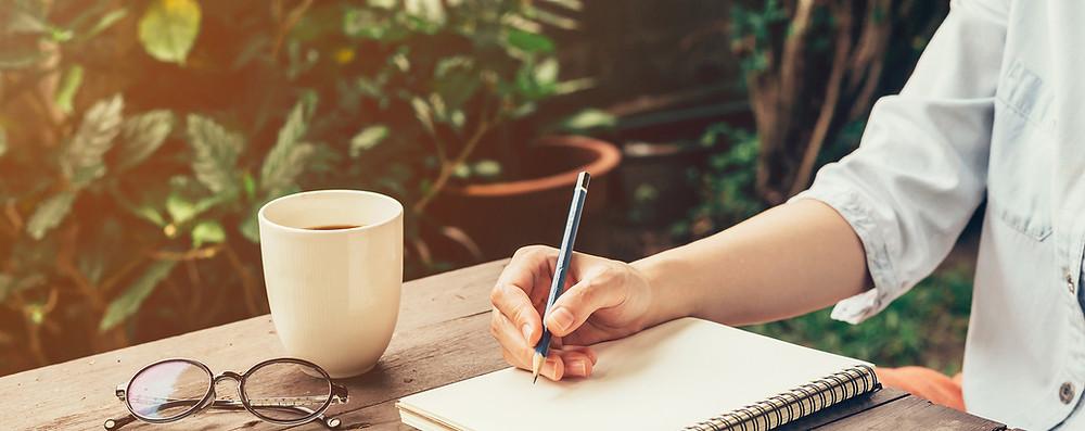 écriture intuitive expressive bien-être épanouissement douleur bonheur libérer ses émotions écouter son coeur se soulager de ses souffrances