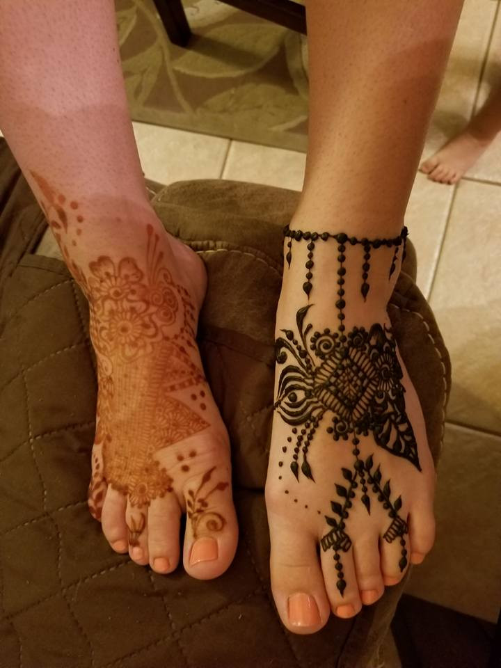 Image shows new henna stain the paste was on for 6 hours and a freshly applied henna design on the left foot. Indoor lighting made the pic look darker.