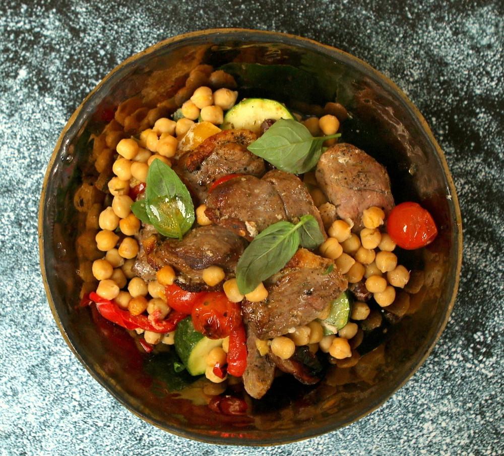 Antienos troškinys su cukinijomis, avinžirniais ir pomidorais, vmg receptas