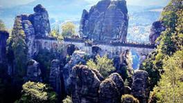 Skalne miasto i most w Bastei.