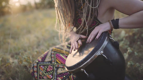 videoblocks-beautiful-young-hippie-woman-with-dreadlocks-playing-on-djembe-funky-woman-dru