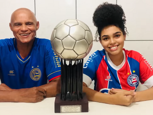 Ex-jogador do Bahia leiloa prêmio para ajudar famílias na pandemia do Covid-19