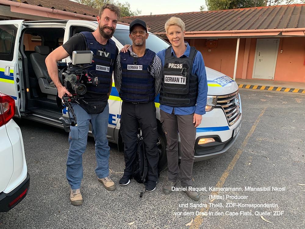 Daniel Raquet, Kameramann, Mfanasibili Nkosi (Mitte) Producer  und Sandra Theiß, ZDF-Korrespondentin