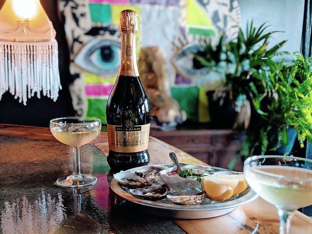 blockhaus bar champagne prosecco huitres oeuvre art plants tropical vintage