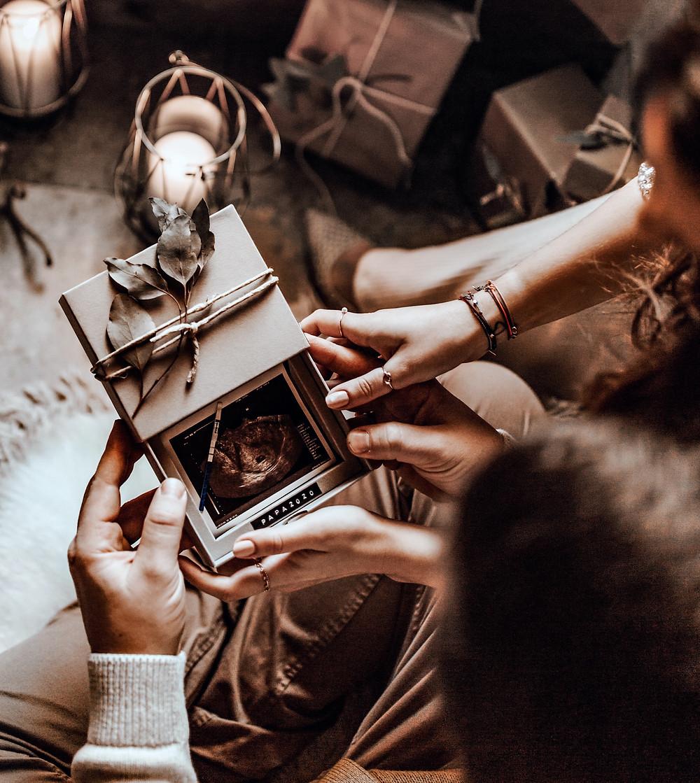 Ultraschallbild als Geschenk, Schwanger