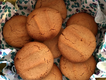 Simple almond biscuits