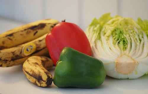 Pehmeät banaanit pirtelöön, paprika sosekeittoon ja kiinankaali vaikka keittoon
