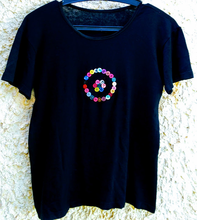 T shirt with button embellishment