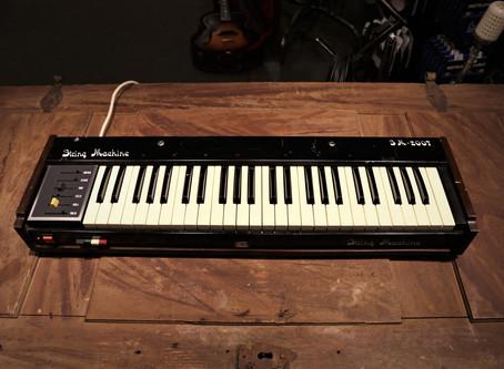 Jen String Machine SM 2007, 7999:-