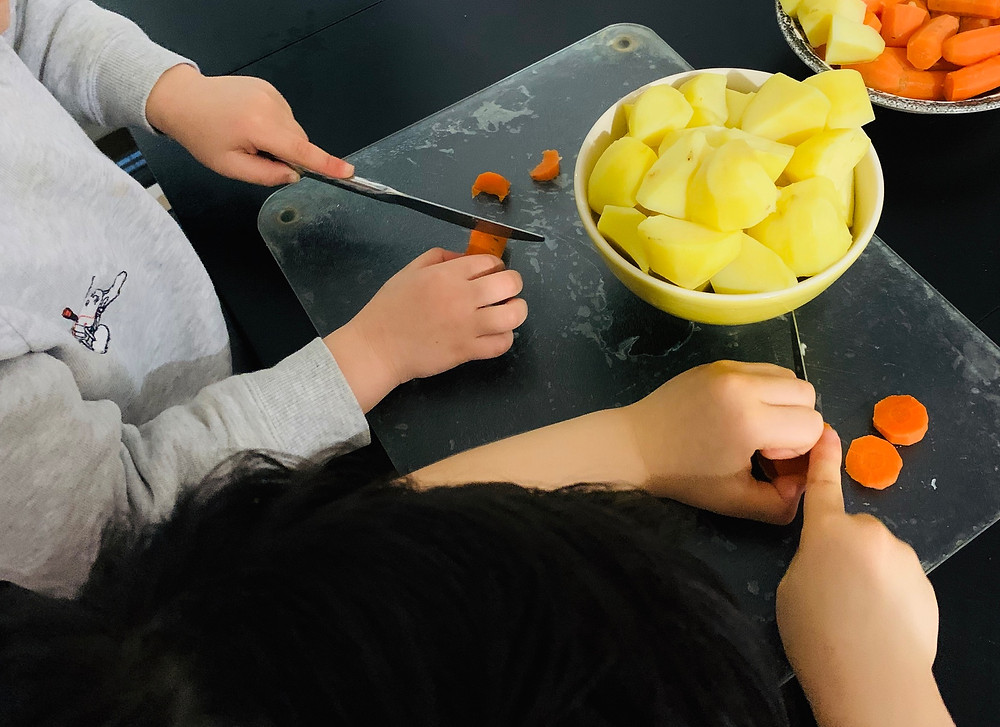 This Recipe Helps Children Safely Cut With A Knife