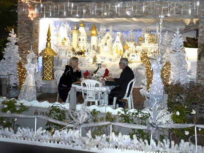 """Introducing the Recycled """"Snowy Enchanted Village"""" in Naples"""