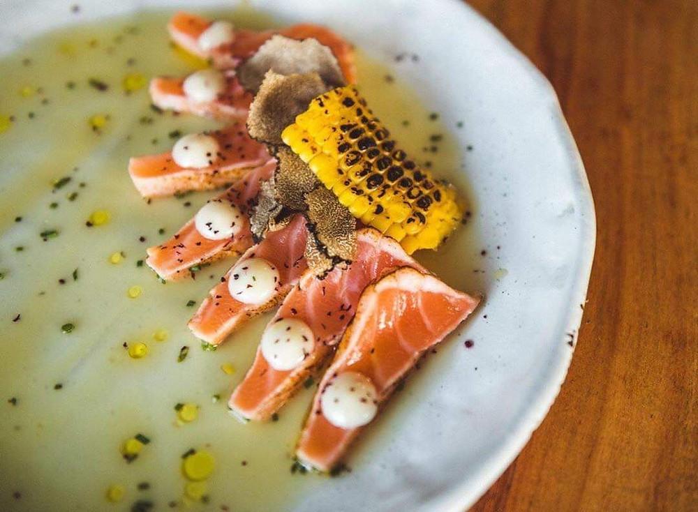 Salmon tataki | Φωτ.: Instagram Akita