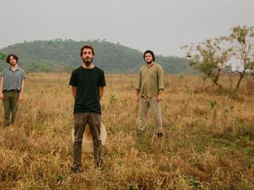 Aguaceiro lança primeiro single em nova formação de trio