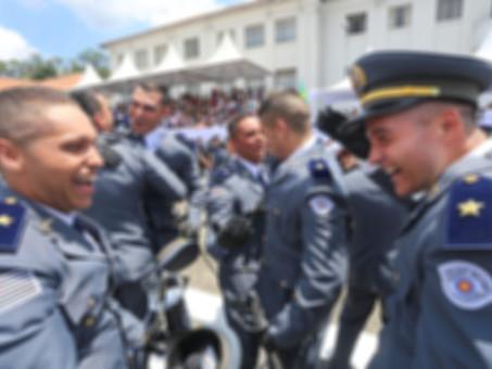 Você conhece os 3 itens que diferenciam entre oficial e soldado no concurso?