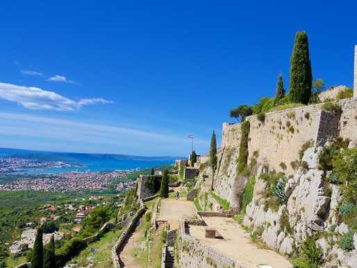 How to travel from Split to Klis fortress?