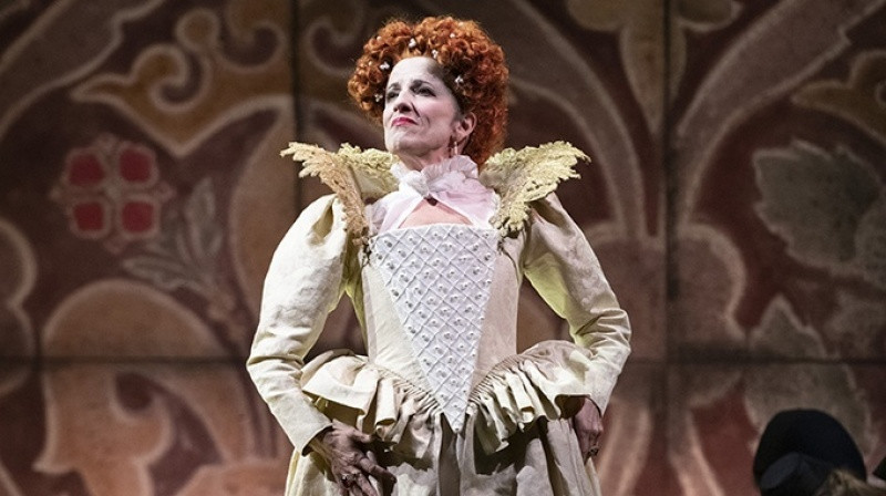 English Touring Opera's Elizabeth I