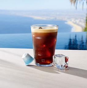 4 kitokie kavos gėrimai karštoms vasaros dienoms