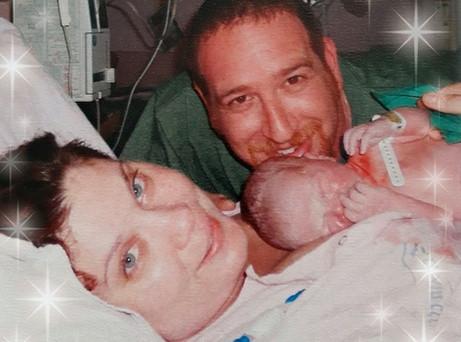 הלידה המרובעת שלנו - כשתינוק אמא ואבא יוצרים משפחה.