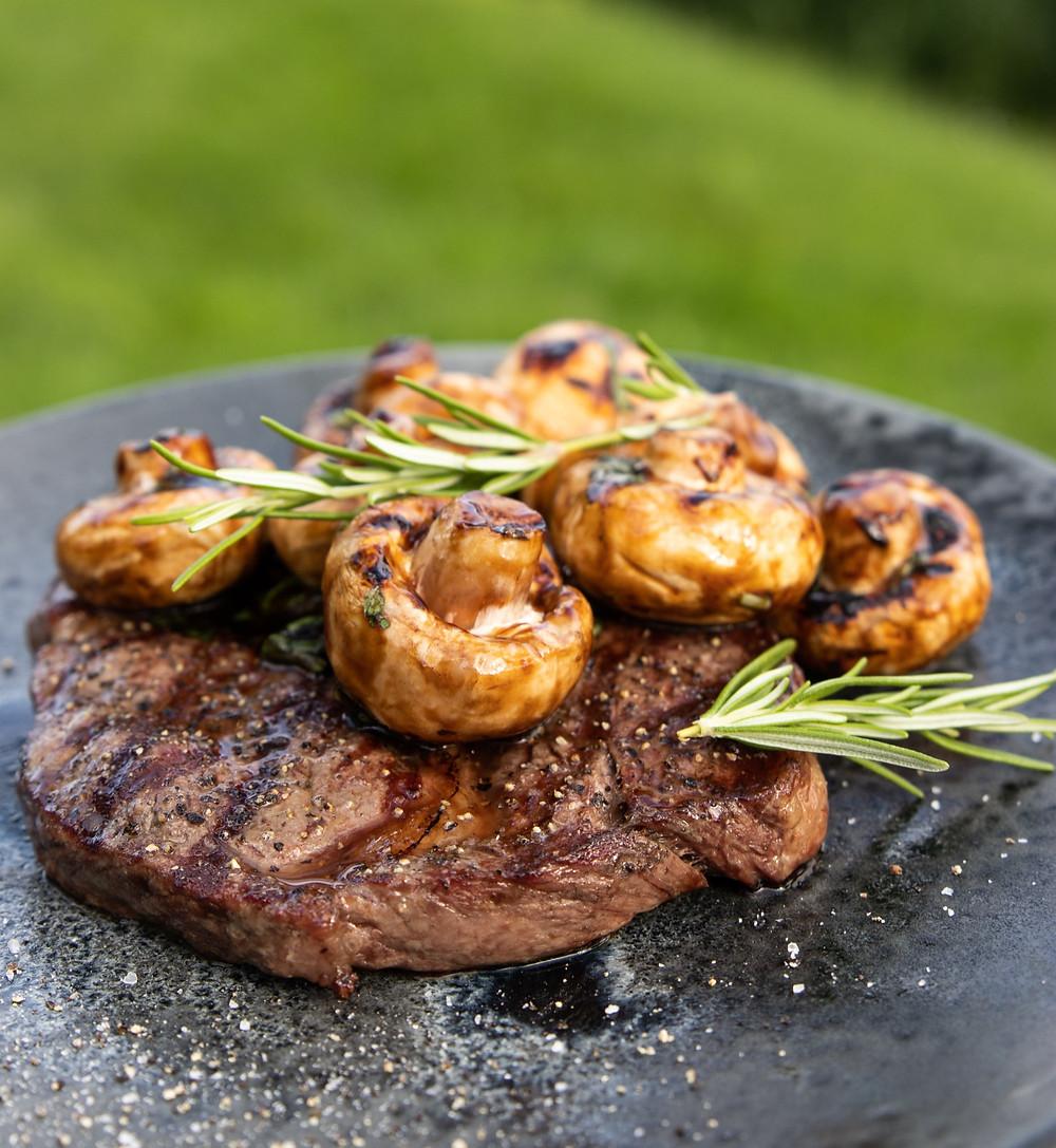 steikas su marinuotais grybais, Alfo receptai, grilio patiekalai, VMG receptai