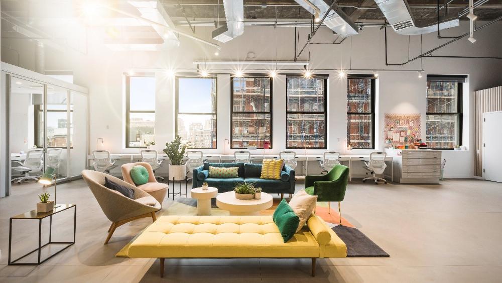 Diseño, decoración y reforma de oficina con espacios abiertos.