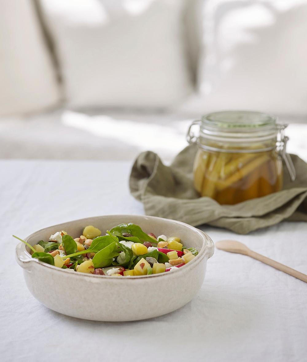 Salat med syltede rabarbra
