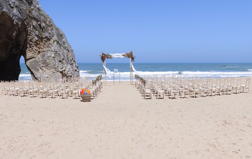 You can spend the night at the Quinta, as well as get ready in The Quinta before going to your Adraga Beach Wedding Ceremony in Sintra.
