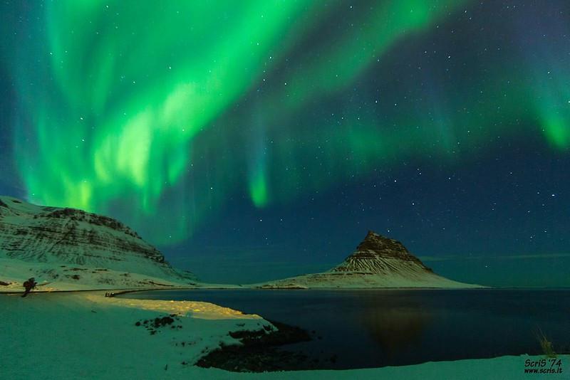 montagne Kirkjufell aurore boréale