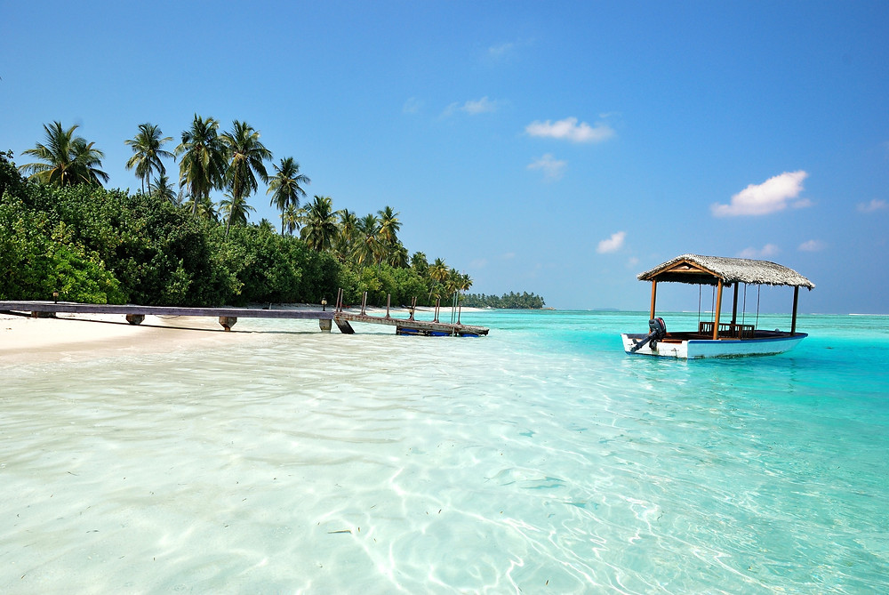 Medhufushi Island Resort, Maldives by Colin Watts