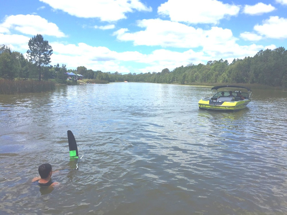 Woodford Bushy Brown's Adventure Ski Park — Waterskiing near Brisbane