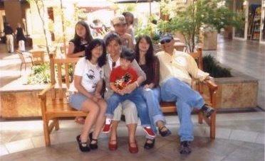 Esta fue la última vez que paseamos en el mall en familia. El cáncer de mi marido estaba bastante avanzado.