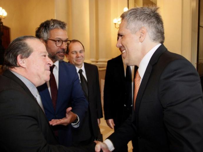 Autoridades municipais e estaduais com o presidente da Gol: Intenção é realizar este trabalho de forma paralela com a reforma e a modernização do Aeroporto Municipal.
