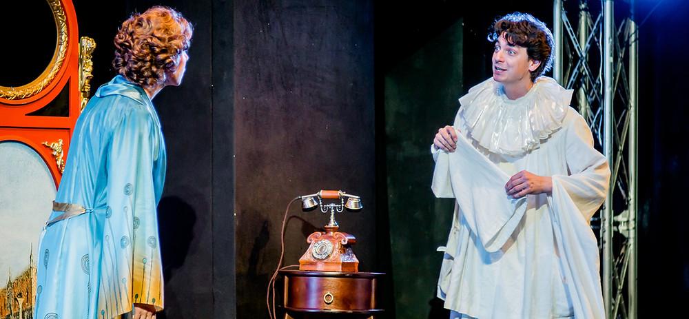 Юлия Рутберг и Илья Бледный в спектакле «Карнавальная ночь»