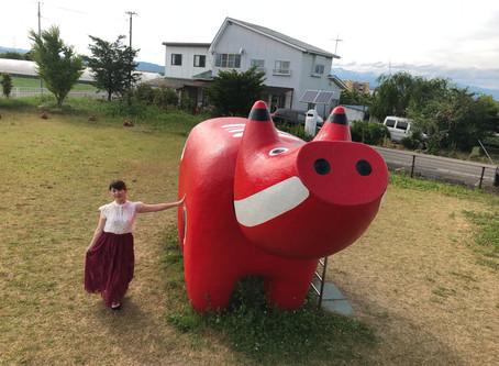 インパクト大!赤べこ公園で撮影!