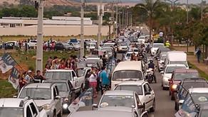 Sem distribuir combustível, carreata de Pellozo ultrapassa 1000 carros neste Domingo (18)