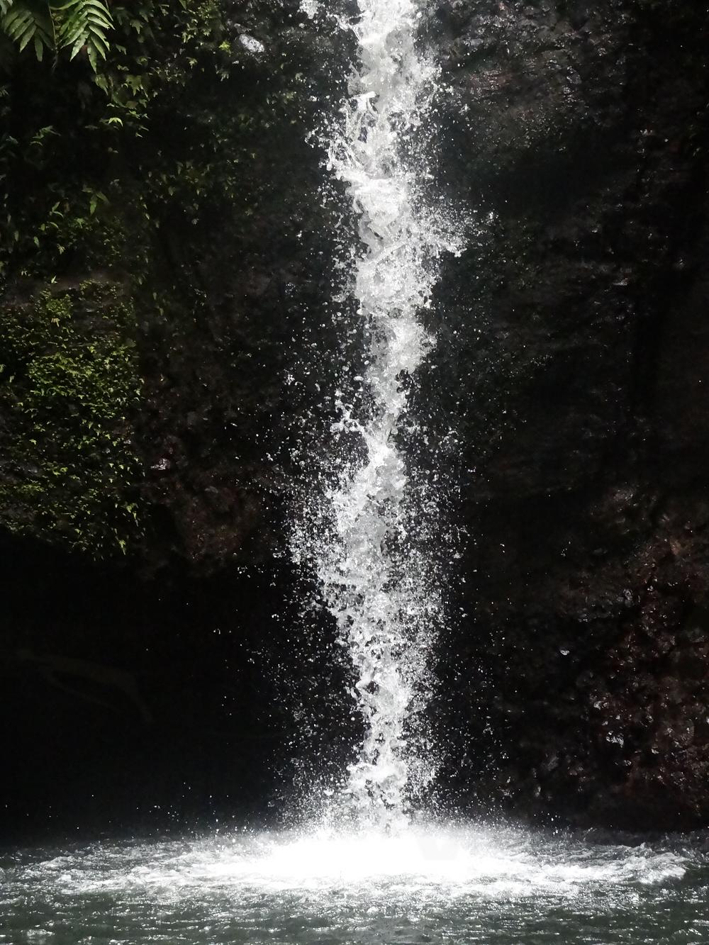 Eau cascade tambour chute guadeloupe sentier randonnée de la cascade tambour