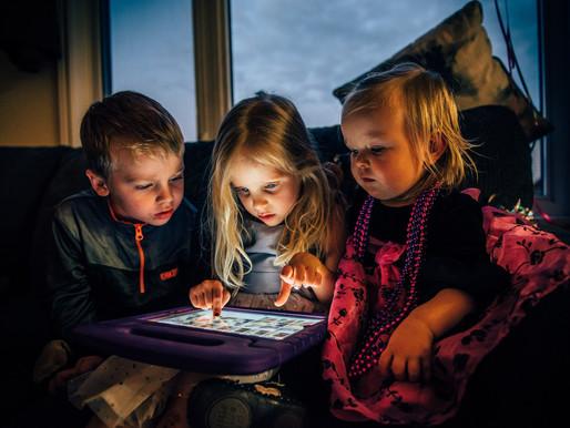 Παιδιά στο σπίτι: απασχολήστε τα και κρατήστε τα ασφαλή (και στο σπίτι και στο ίντερνετ)