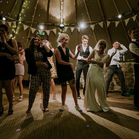 8 tips para que tus invitados bailen toda la noche (que no dependen del DJ)