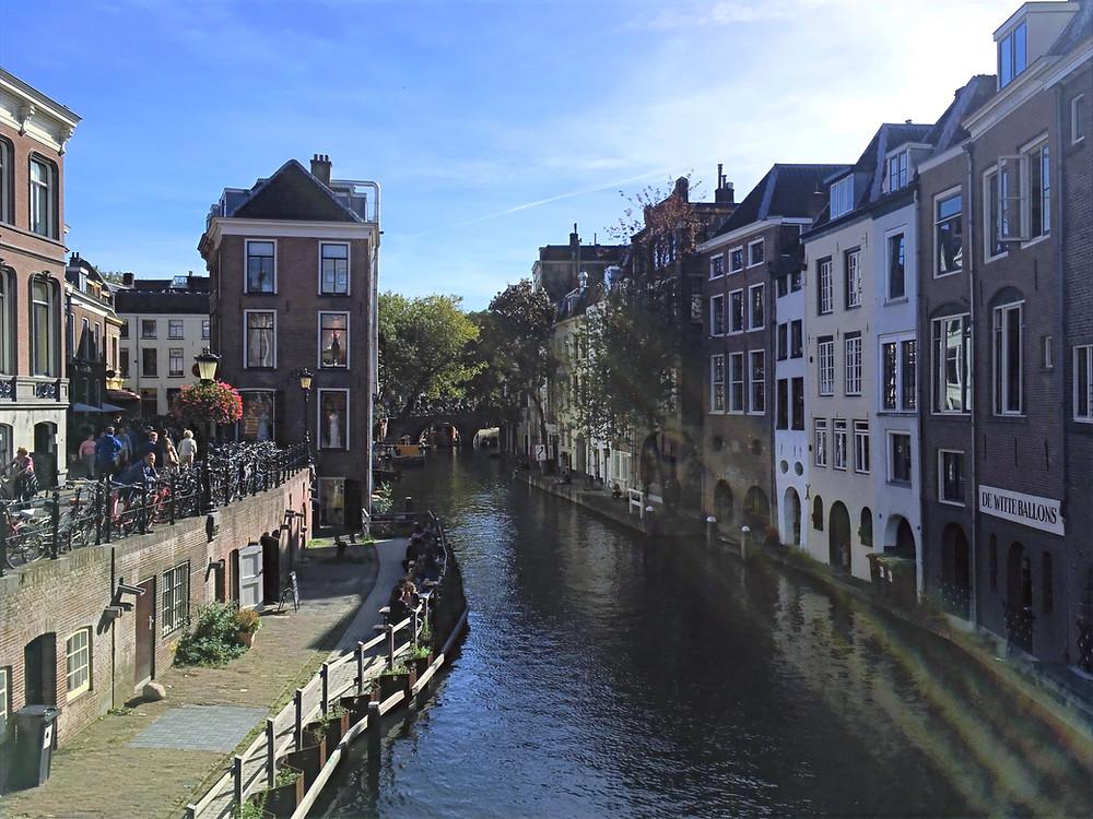 Altstadt in Utrecht mit Blick auf die Oudegracht
