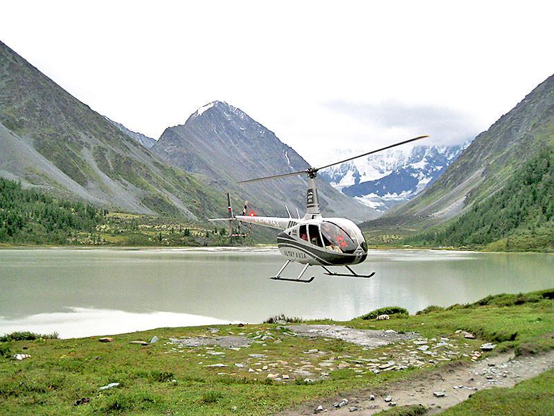 Вертолет на Аккемском озере