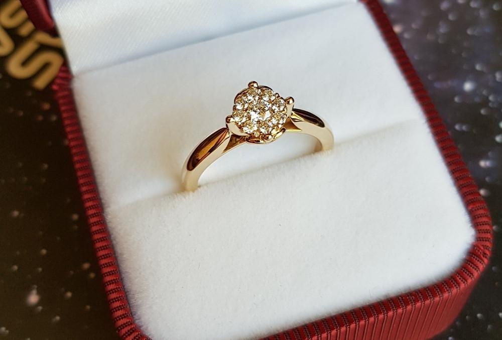 Dzeltenā zelta gredzens ar gārdakmeņiem
