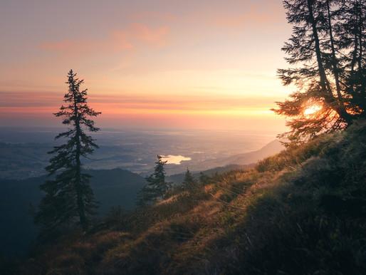 Outdoor-Abenteuer mit Sonnenaufgang