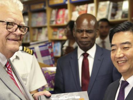 As autoridades de Kingston elogiam 'o navio livraria'