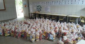 A Secretaria de Educação de América Dourada começou a distribuir o Kit Alimentação nas escolas.