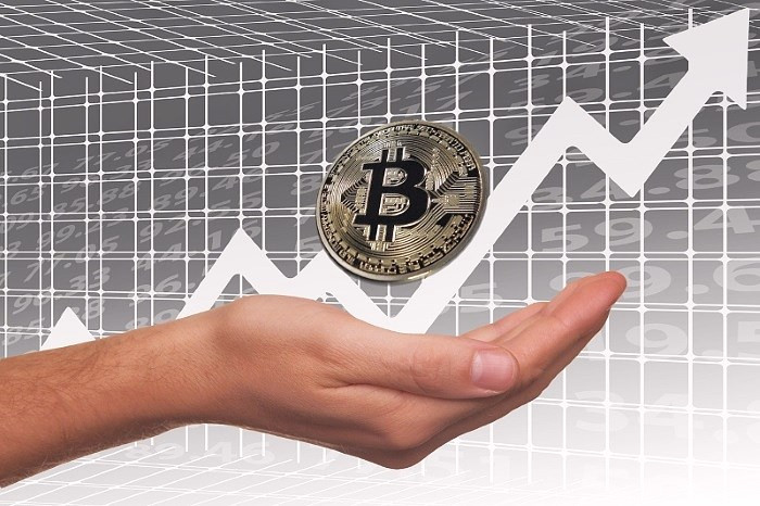 Bitcoin shoots up over 10% and targets $ 13,000